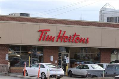 Vue de la facade du premier Tim Horton installé à Magog. Maintenant il y en a un deuxième situé sur la même rue dans le secteur du Walmart.