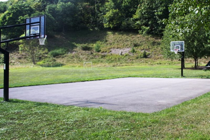 Karrington woods park basketball court gibsonia for Small basketball court