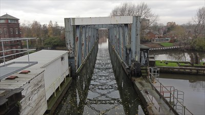 This is the south ease end of the aqueduct and is seen from a footbridge over the Bridgewater Canal.