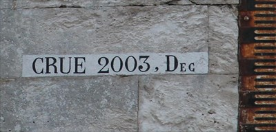 Vue approchée du marquage de la crue de La Loire de décembre 2003.