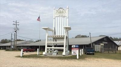 Dedeaux Clan Giant Rocking Chair Gulfport Ms Roadside