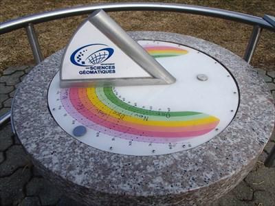 Placé par le département des sciences géomatiques de l'Université Laval  [En] Placed by the geomatic sciences department of the Laval University