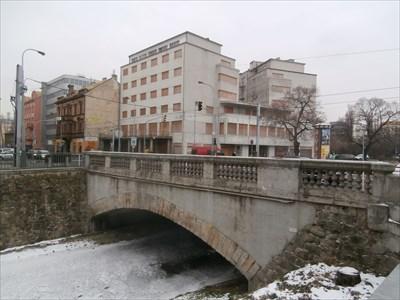 Prvni betonovy silnicni most