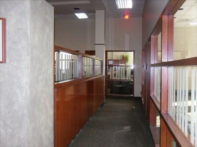 Corridor espace bureaux juste ajouter des vitres pour plus de lumières.  Corridor office space just adding windows for more light.