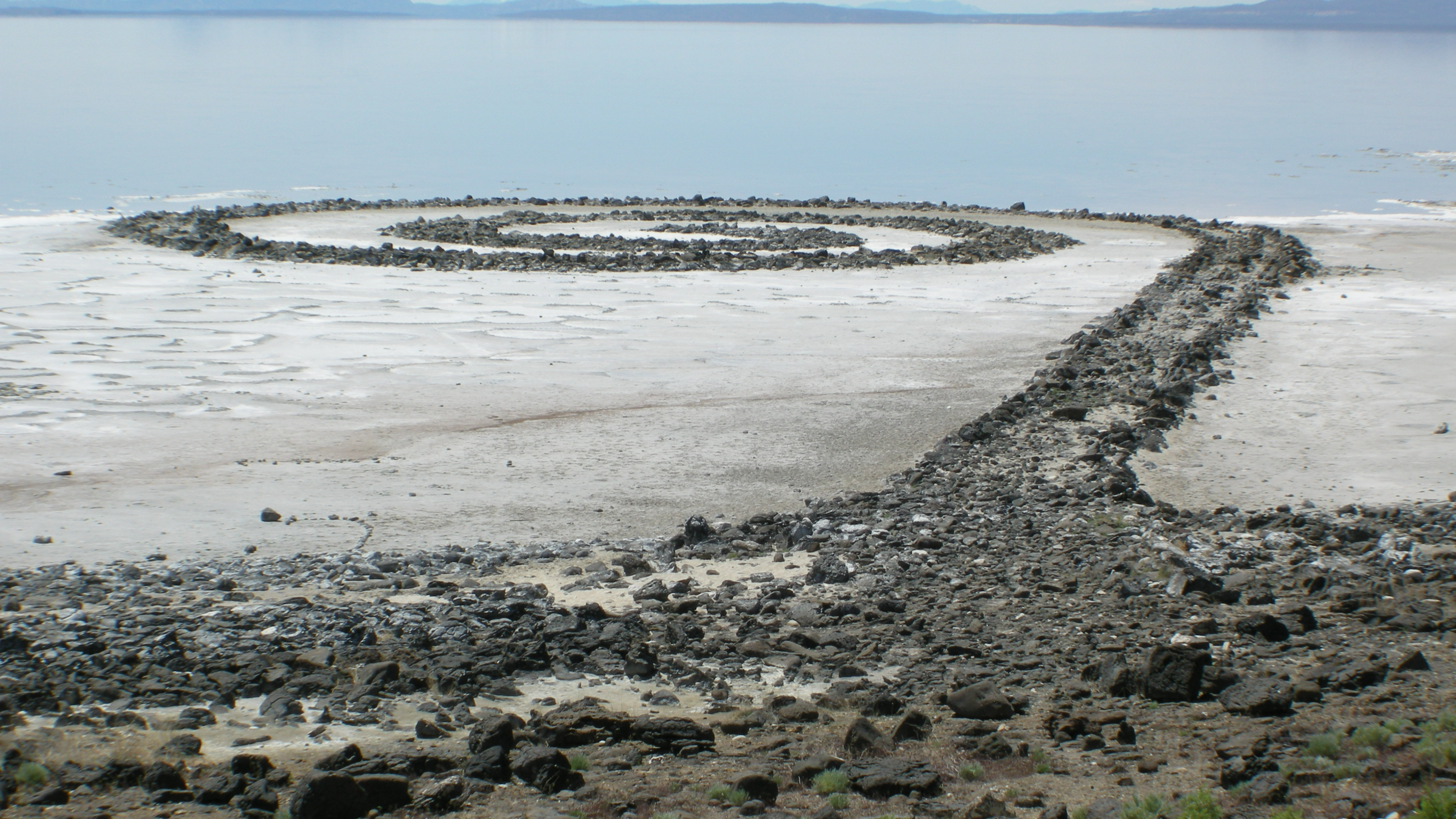 robert smithson spiral jetty essay Smithson sightings short essay on smithson by timothy don of 3 quarks daily pictures of robert smithson's spiral jetty 'extra terrestrial.