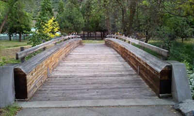 footbridge across Yreka Creek which leads to the citizen memorial