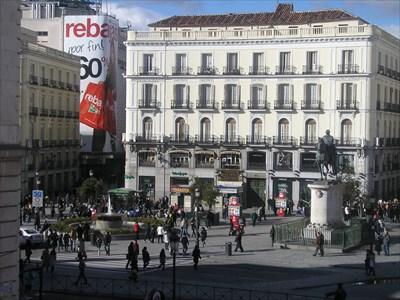 Puerta del Sol ant the statue.