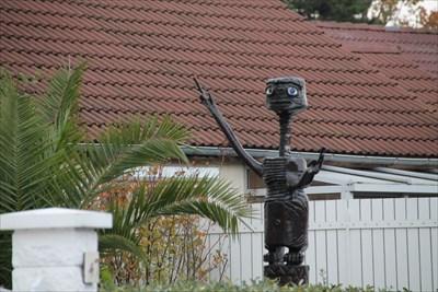 Une superbe sculpture dans le jardin d'un particulier