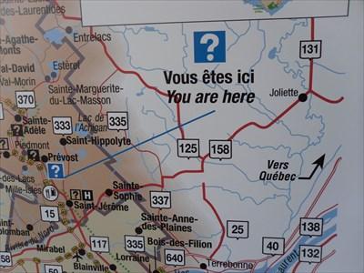"Plan rapproché de la zone ""Vous êtes ici"".  Map of the area near ""You are here""."