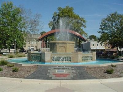 Highland Town Fountain - Highland, Illinois - Fountains on