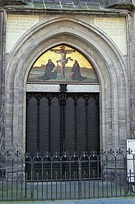Originally this was a wooden door and all Luther did was pinning a large parchment onto it. It is now turned into a shrine with the 95 Theses engraved in ... & Martin Lutheru0027s Theses Door - Thesentür - Wittenberg Germany ...