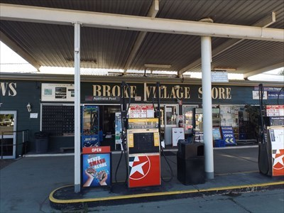 The entry to the Local Neighbourhood Grocer for Broke.0801, Sunday, 3 December, 2017