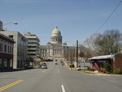 Making my way up Capitol Street toward the Arkansas State Capitol