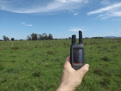 Looking NORTH from the Confluence of S31° E153°.Just a FLAT, grassy paddock!EXACT coordinates on the GPSr !!!1023, Sunday, 29 October, 2017