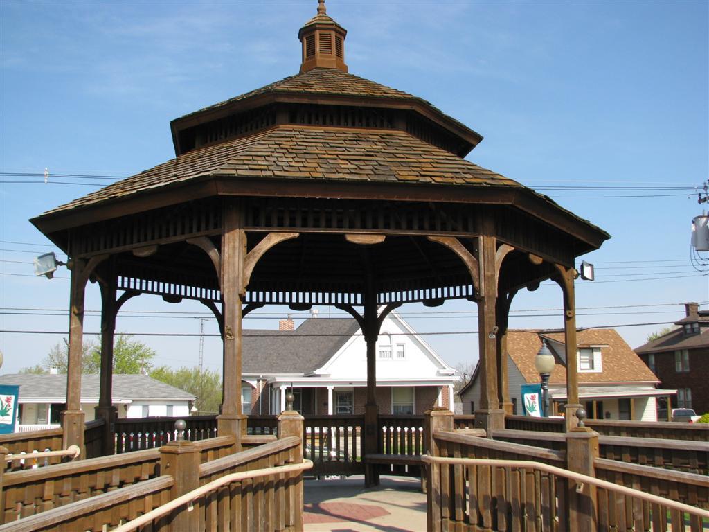 Chester gazebo square gazebo chester illinois gazebos for Built in gazebo