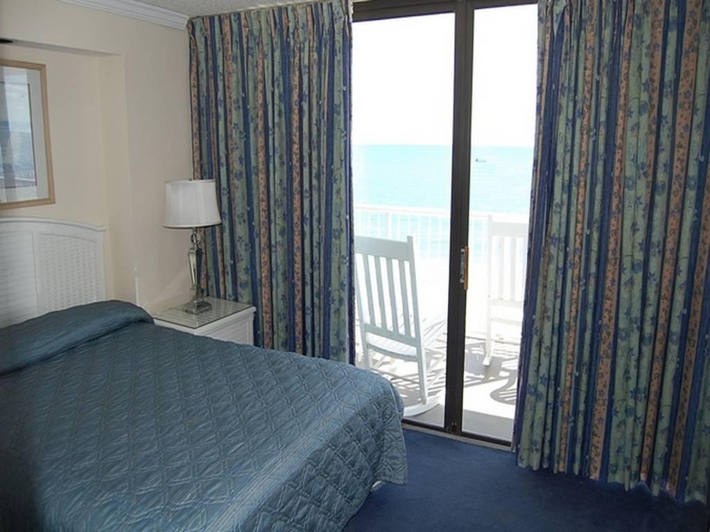 Sands Ocean Club 929 Image 4