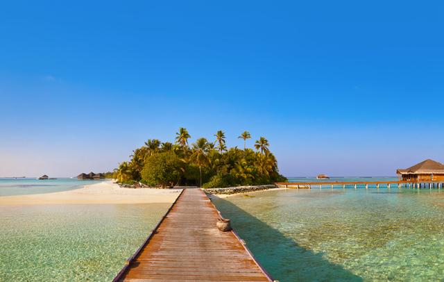Bungalows-on-tropical-Maldives.jpg
