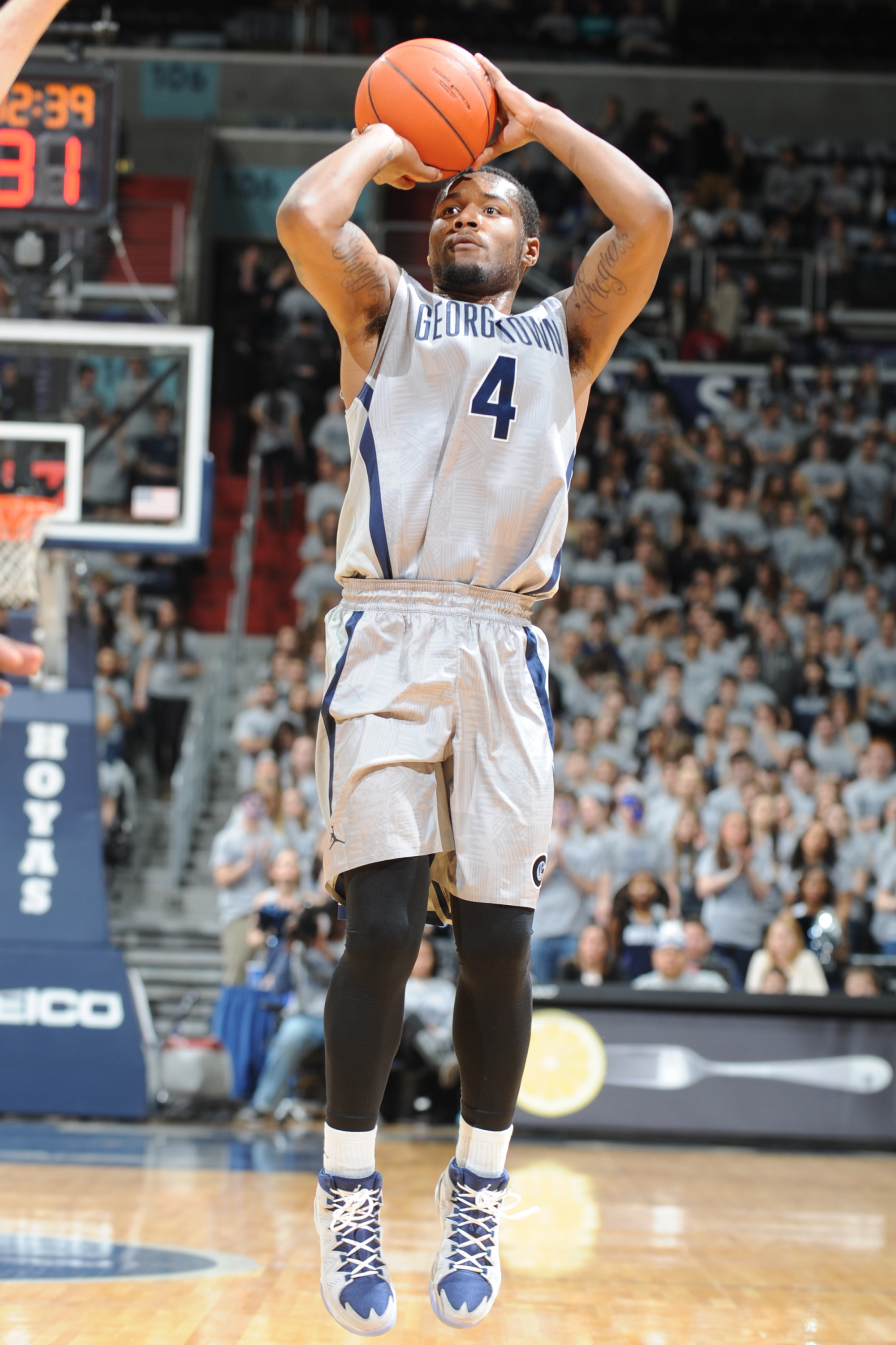 Georgetown University sophomore men's basketball player D'Vauntes Smith-Rivera (Indianapolis, Ind./North Central/Oak Hill),was named to the BIG EAST Weekly Honor Roll on Monday.  This is the fifth time this season that Smith-Rivera has been selected to the honor roll.