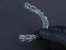 alinhador para dentes transparente
