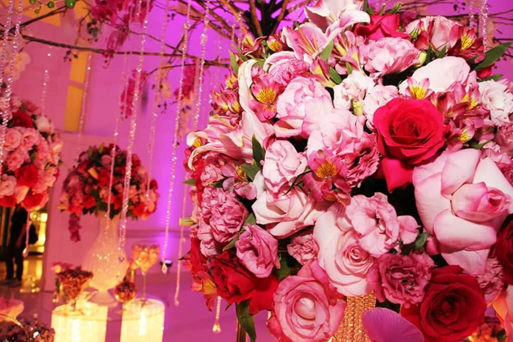 Arranjos decorativos com flores naturais - Festejare Decorações