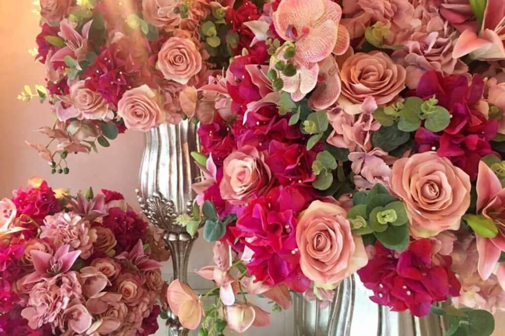 Arranjos com flores artificiais - Festejare Decorações
