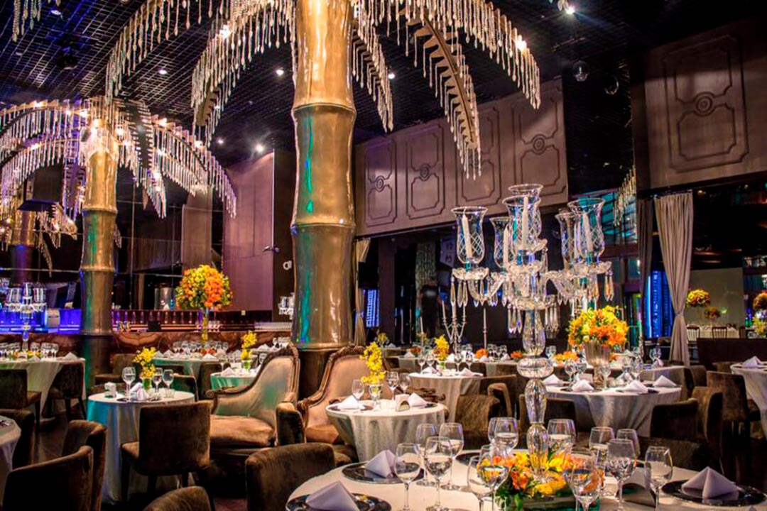 Decoração do salão de recepção dos noivos - Festejare Decorações e Flores