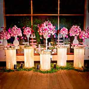 Mesa de cristal com 5 colunas-vendas de peças para decoração