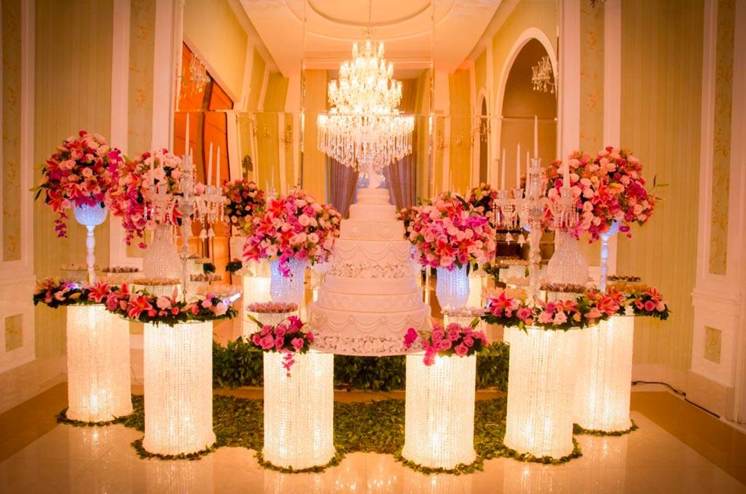 Decoração mesa do bolo - Festejare Decorações e Flores
