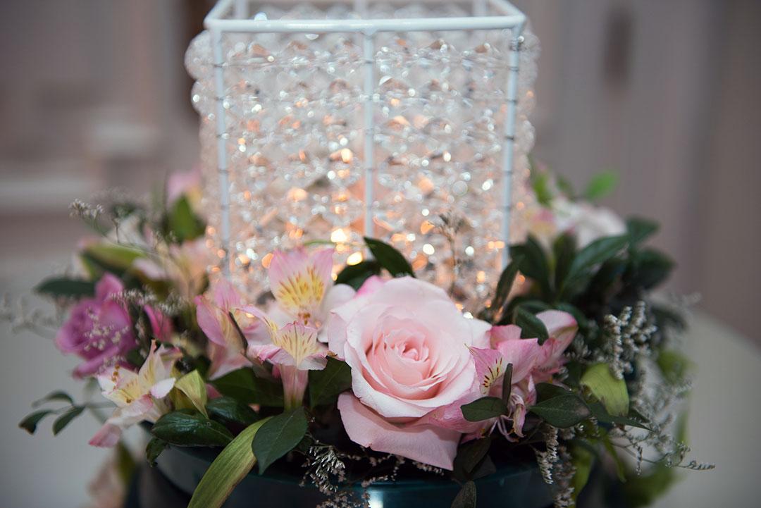 Arranjos com flores naturais para casamento - Festejare Decorações