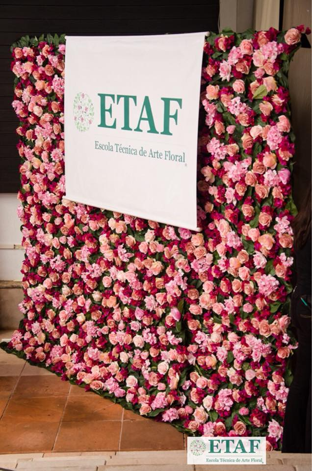 Painel de flores para o evento Fashion for Life