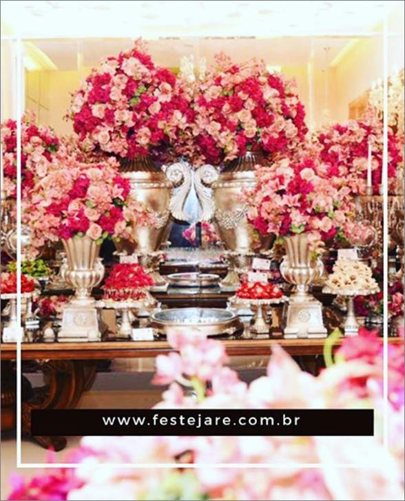 Detalhe da mesa do bolo da Mansão Adélia Prado
