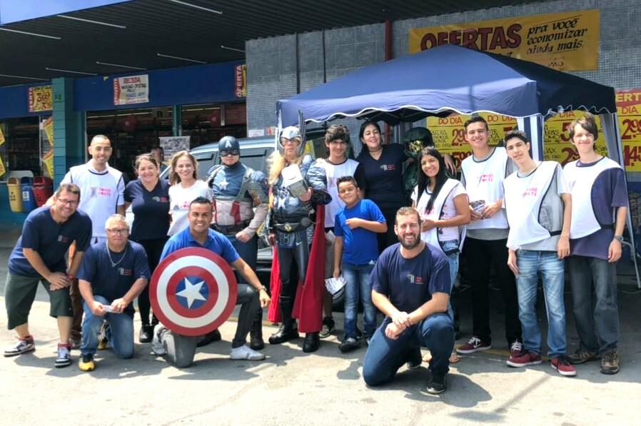 ONG Torre Forte arrecada alimentos no supermercados Nagumo com participação dos Herois em Ação