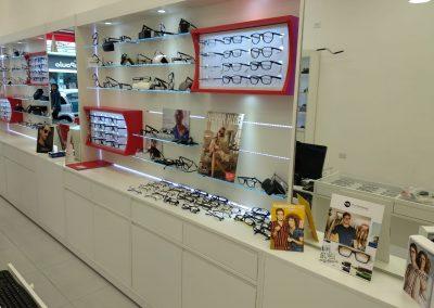ACRI 100 – Expositor com Prateleiras de Vidro e Placa em P.s