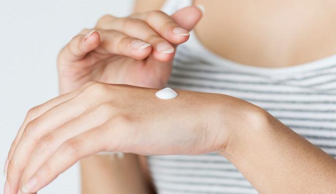Mary Kay é condenada por não informar riscos de alergia em produto