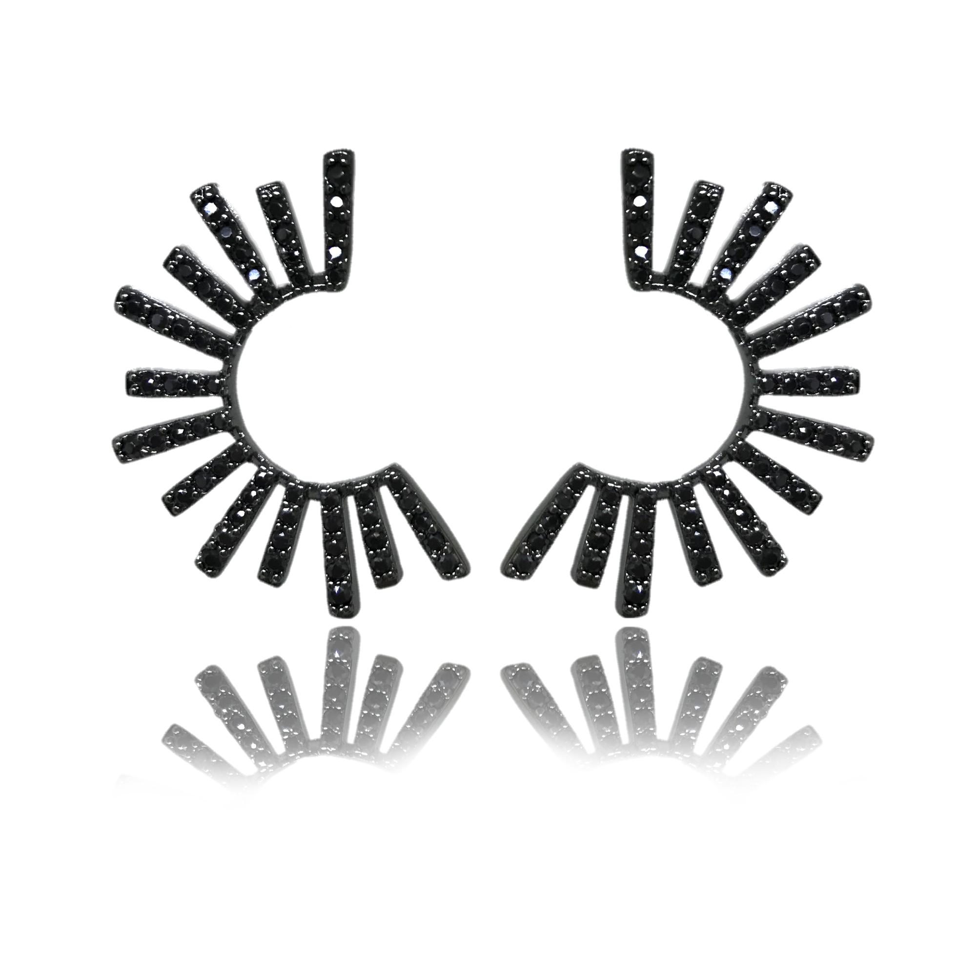 Brinco cravejado em mini zircônias negras folheado no ródio negro