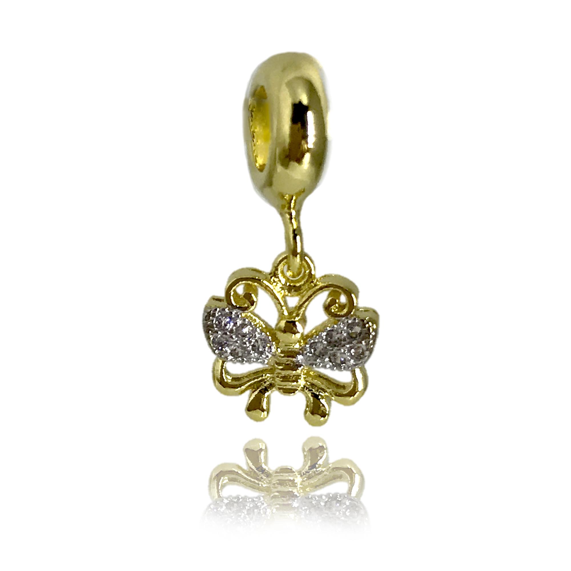 Pingente pequeno em formato de borboleta cravejado com mini cristais e folheado no ouro 18k