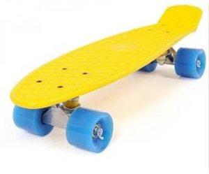 Mini skate de plástico con ruedas de PVC anchas.