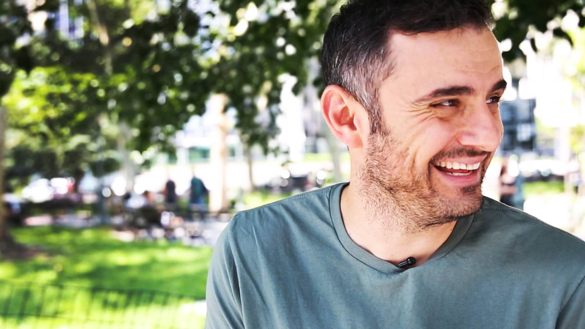 Gary Vaynerchuk filming the #AskGaryVee Show outside in New York City