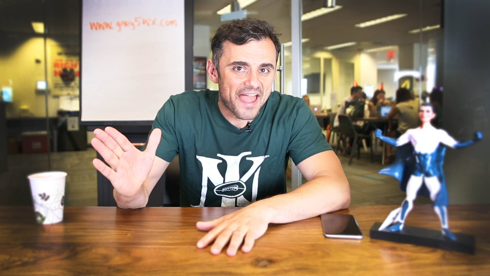 Gary Vaynerchuk announces the winners of his contest