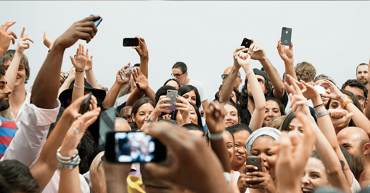 fans using social media