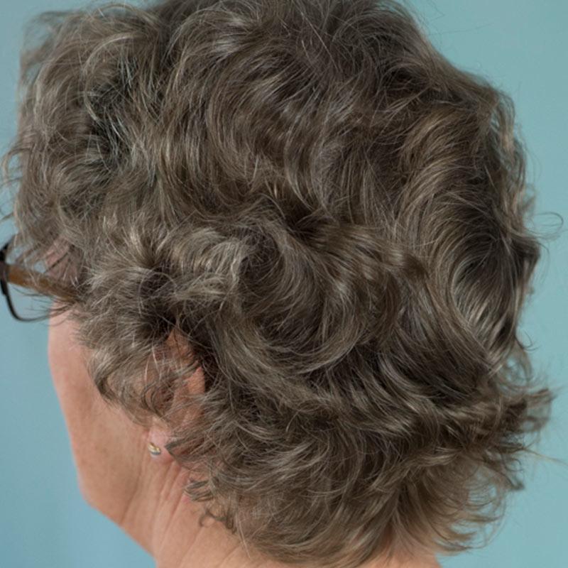 oud-achter-grijze-dame