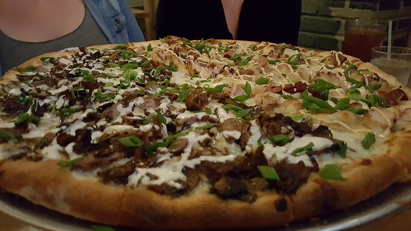 Steak & Mushroom/Chicken Gouda Pies & Pints Pizza
