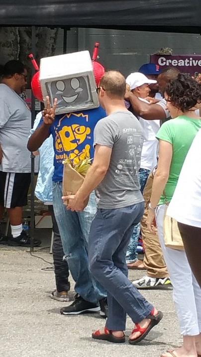 Woodlawn Street Market robot