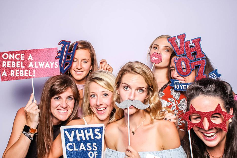Vestavia High School Class of 2007 with The Flash Bar