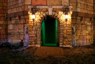 Best haunted houses in North Carolina spooky entrance