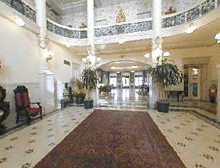Find real haunted hotels in san antonio texas menger for San francisco haunted hotel