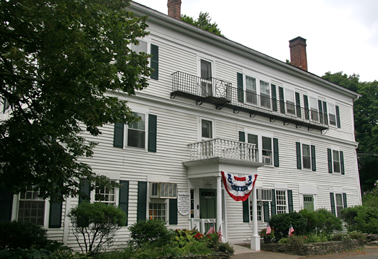 find haunted hotels in woodbury connecticut curtis house