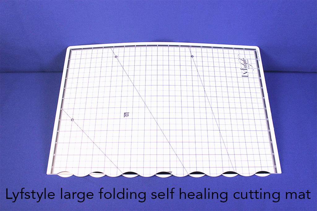 Lyfstyle large folding self healing cutting mat.