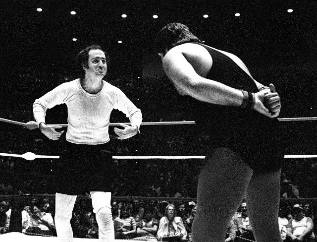 A picture of Andy Kaufman in the wrestling ring with Jerry 'The King' Lawler - HeadStuff.org