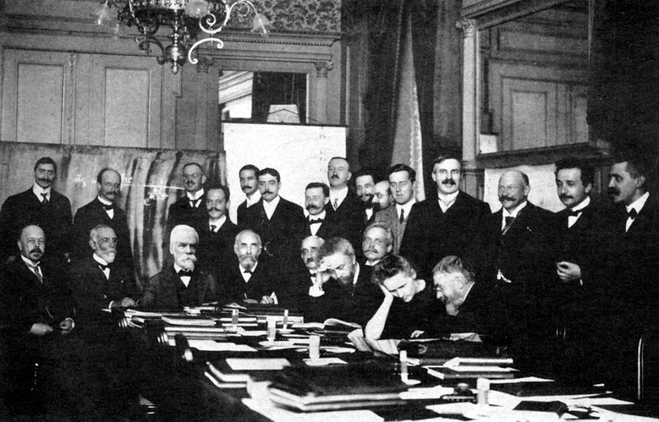 Marie Curie at the 1911 Solvay Conference with Planck, Einstein, Langevin, Rutherford, Solvay, Rubens, Poincare and more, science - HeadStuff.org